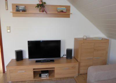 Wohnzimmer mit TV & Radio