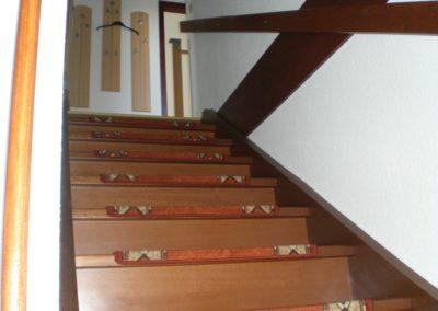 Treppe zur Ferienwohnung Blickrichtung nach oben